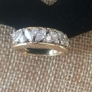 Jewelry - Men's Women's 14Kt Y/G 11 Diamond Ring 1.5 CTW
